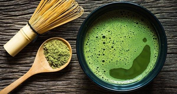 Trà xanh tươi hay bột trà xanh đều có công dụng dưỡng da
