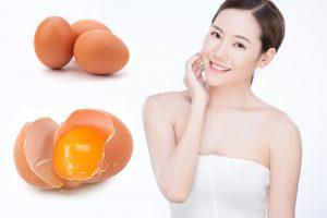 Trứng gà có tác dụng làm se nhỏ lỗ chân lông, căn mịn da