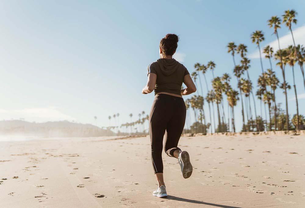 Chạy bộ thường xuyên giúp cơ thể nhanh nhẹn, da khỏe và đàn hồi cao