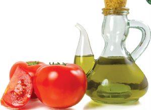 Dưỡng da cực tốt với hỗn hợp cà chua và dầu oliu