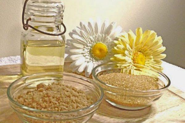 Sửa dụng dầu dừa kết hợp với 1 số nguyên liệu có thể tẩy da chết hiệu quả
