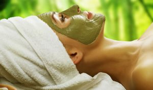 Đắp mặt nạ bột trà xanh cung cấp nhiều dưỡng chất có lợi cho da