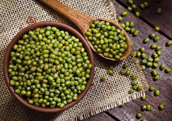 ăn hạt đậu xanh có nhiều công dụng tốt cho sức khỏe