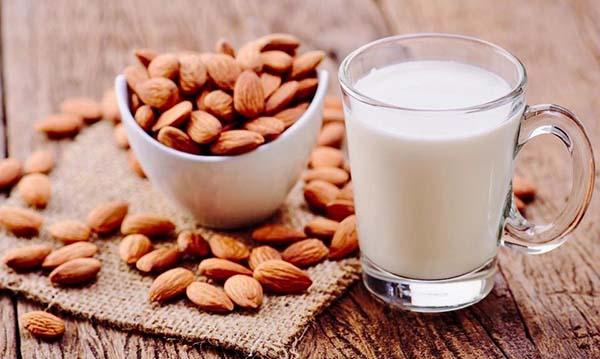 Cách chế biến sữa hạt hạnh nhân phù hợp với bé ăn dặm