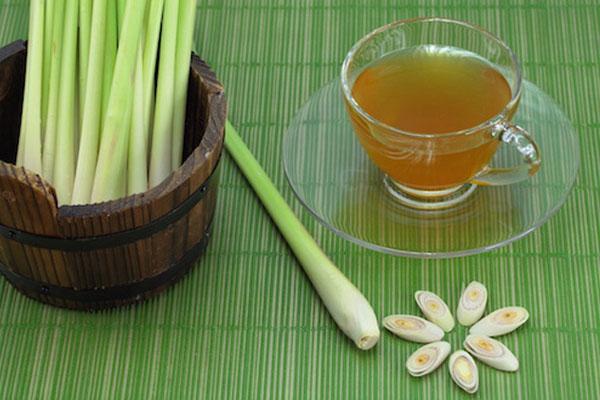 Uống 1 ly nước gừng chanh sả mật ong nóng mỗi sáng rất tốt cho cơ thể