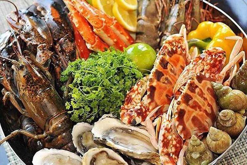 Không ăn hải sản sau khi phun môi