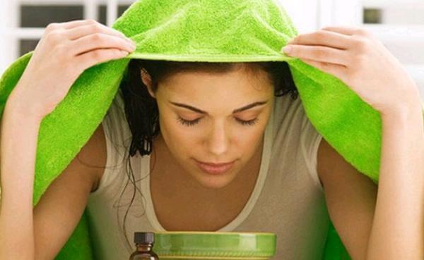 Sử dụng tinh dầu sả để xông có thể giúp giải cảm