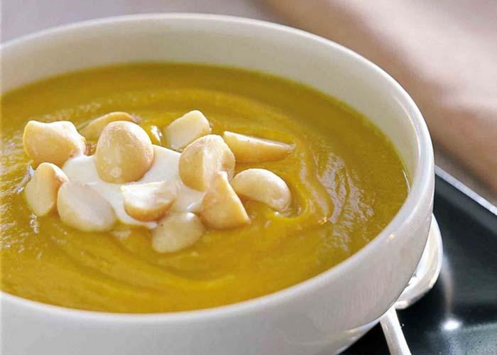 Cách làm súp bí ngô cùng hạt macca