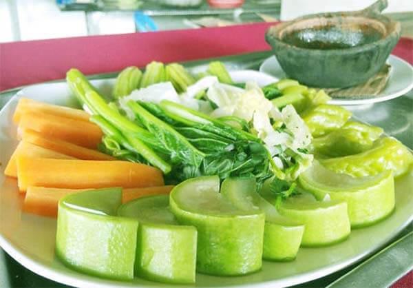Ăn rau luộc trong mỗi bữa ăn