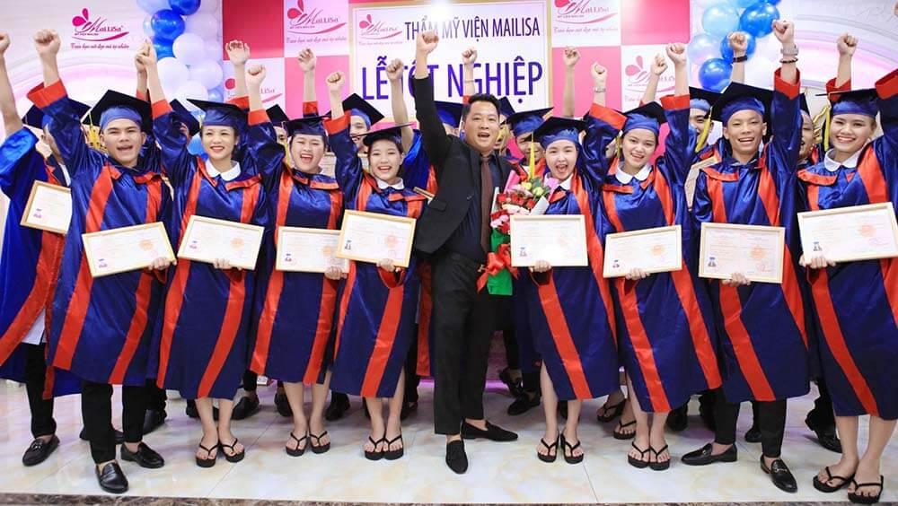 trao bằng tốt nghiệp sau khi hoàn thành khóa học nghề tại Mailisa