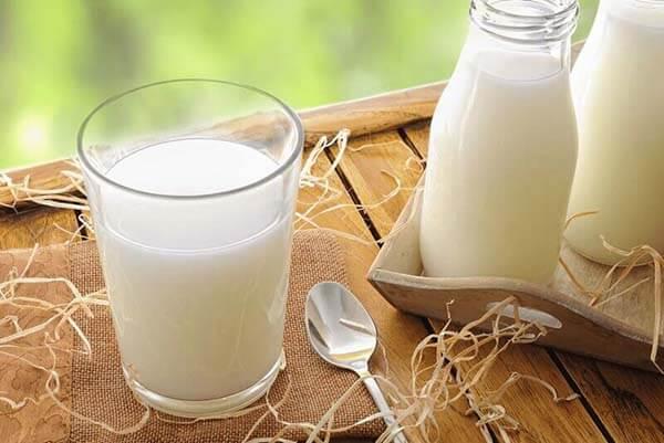 uống sữa thường xuyên trong thời gian giam cân