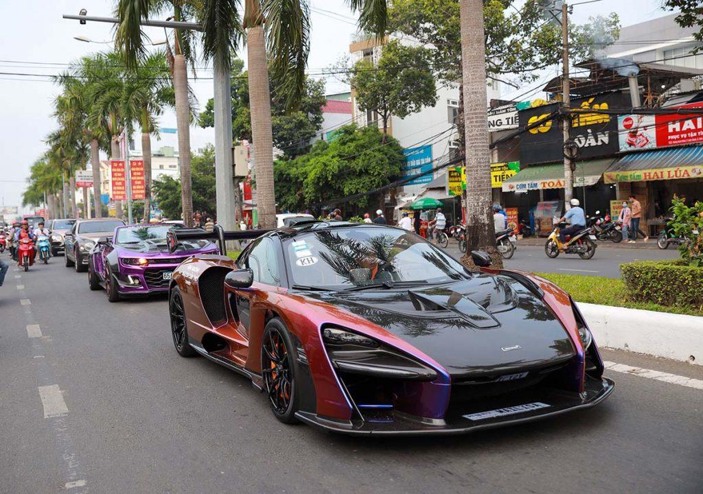 Náo động khai trương với dàn siêu xe siêu khủng của đại gia Hoàng Kim Khánh